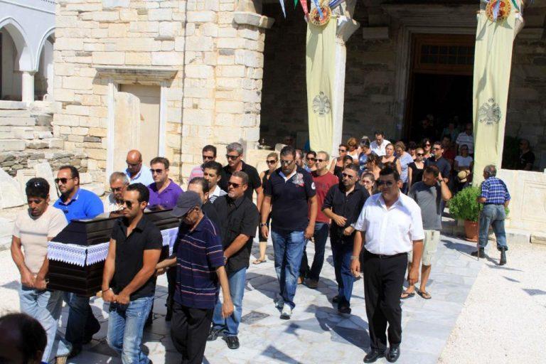 Θρήνος στην κηδεία του 53χρονου που σκότωσαν οι ληστές στην Πάρο – ΦΩΤΟ & ΒΙΝΤΕΟ | Newsit.gr
