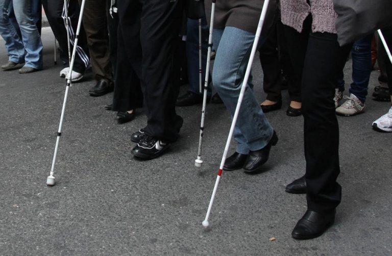 Γέμισε τυφλούς και η Χίος – Κλιμάκιο του ΙΚΑ στο νησί | Newsit.gr