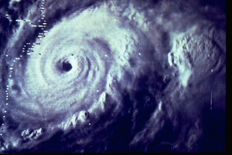 Ο κυκλώνας Ντόρα απειλεί το Μεξικό | Newsit.gr