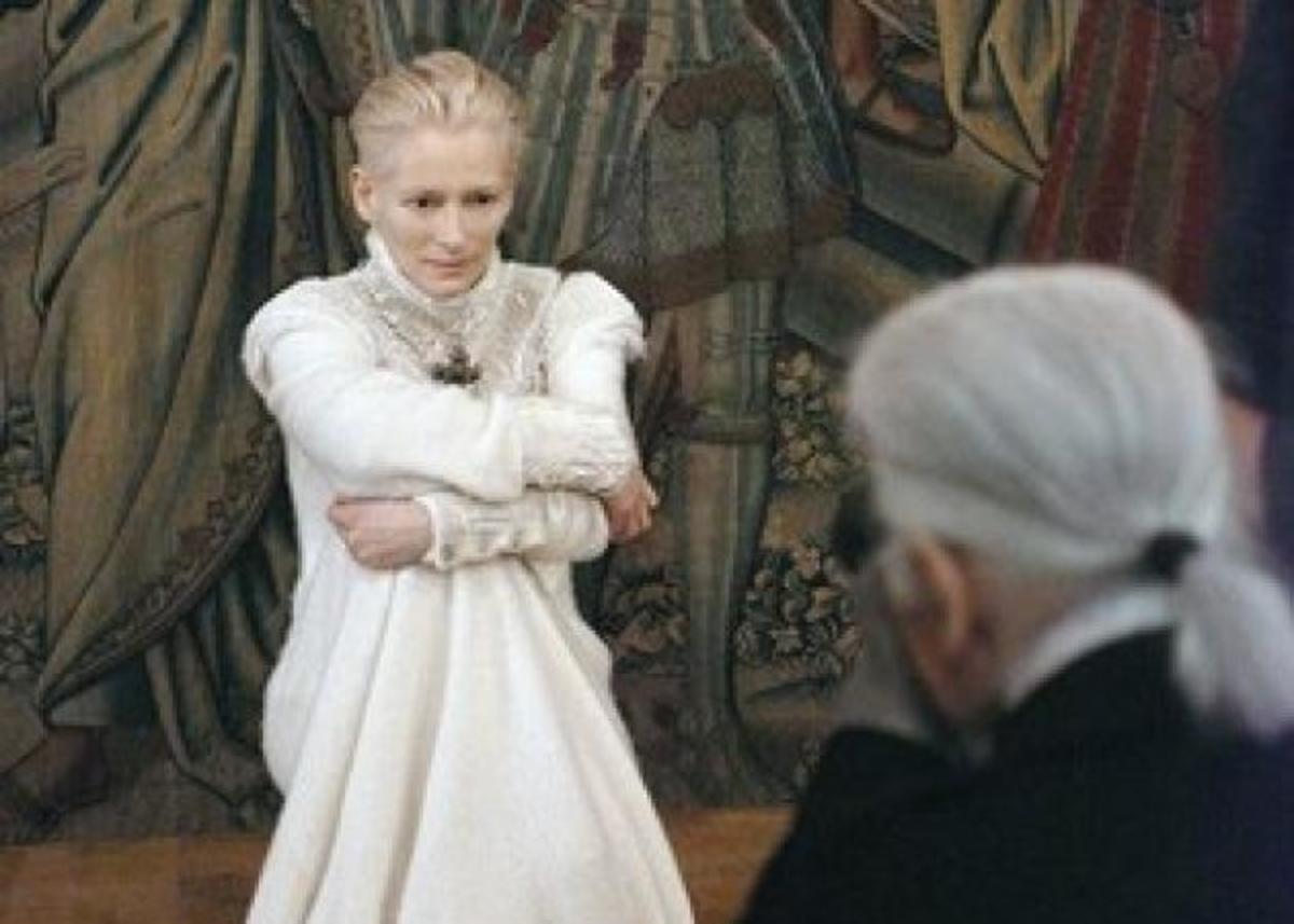 H Tilda Swinton είναι το νέο πρόσωπο του οίκου Chanel! | Newsit.gr