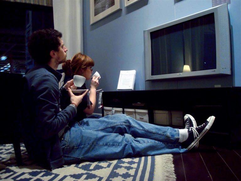 6 βήματα για να αποφύγετε τα κιλά της… τηλεόρασης | Newsit.gr