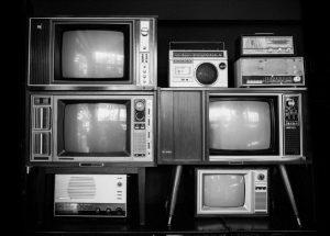 «Πρωταθλήτρια» στις καρδιές μας παραμένει η τηλεόραση – Ποιες χώρες την… τιμούν περισσότερο