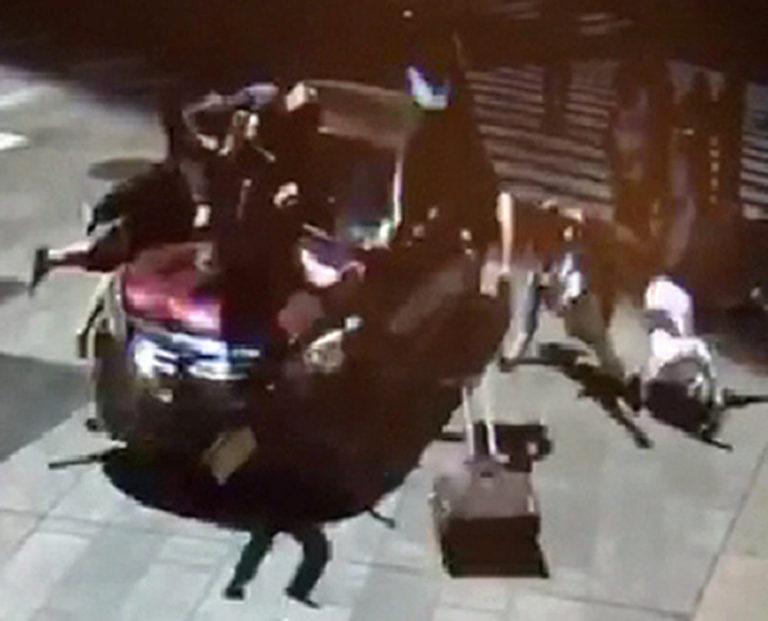 Νέα Υόρκη: Νέα video σοκ από τη στιγμή της επίθεσης στην Times Square! Άκουγε «φωνές» ο δράστης | Newsit.gr