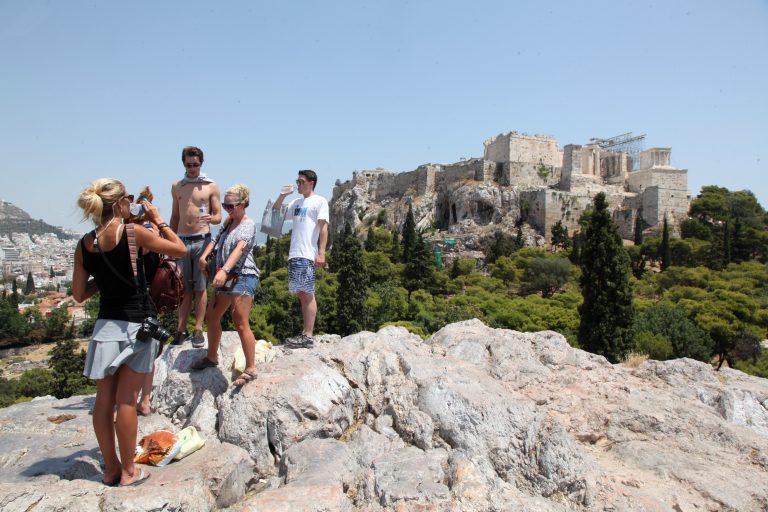 Στα 10 δισ. ευρώ τα έσοδα από τον τουρισμό το 2012 | Newsit.gr