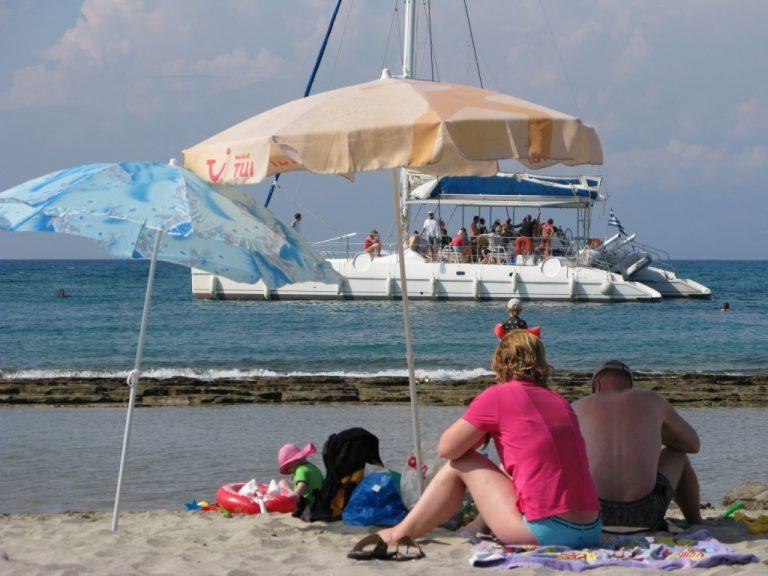 10% κάτω οι αφίξεις των τουριστών | Newsit.gr