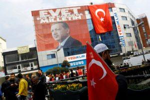 Αμφίρροπο το δημοψήφισμα στην Τουρκία δείχνουν οι δημοσκοπήσεις