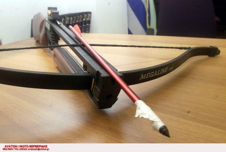 Κατερίνη: Έκρυβαν στο αμάξι τόξο, βέλη κι ένα ξίφος!   Newsit.gr
