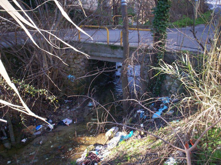 Θεσσαλονίκη: Σκουπιδότοπος το ρέμα της Τούμπας… | Newsit.gr