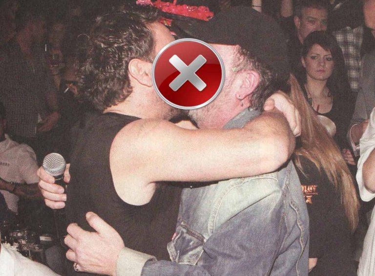 Πασίγνωστοι Έλληνες τραγουδιστές φιλιούνται στο στόμα! | Newsit.gr