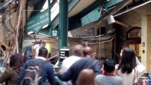 """1 νεκρός, 75 τραυματίες στο σιδηροδρομικό δυστύχημα στο Χόμποκεν – Το τρένο δεν μπορούσε να """"κόψει"""" ταχύτητα [pics, vid]"""