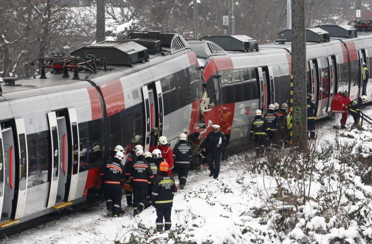 Μετωπική σύγκρουση τρένων στη Βιέννη με 41 τραυματίες, οι 5 σοβαρά (ΦΩΤΟ) | Newsit.gr