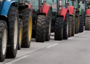Μπλόκα αγροτών: Απέκλεισαν τον κόμβο που οδηγεί στο τελωνείο της Δοϊράνης