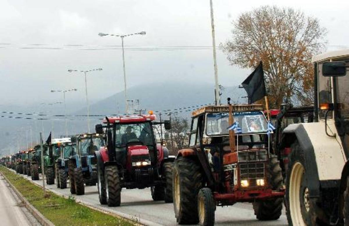Βγαίνουν στους δρόμους τα τρακτέρ – Απειλούν με μπλόκα παντού οι αγρότες – Αποφασίζουν τη Δευτέρα | Newsit.gr