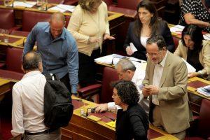 Ο ΣΥΡΙΖΑ σε εμφύλιο – Αποτυχημένο τυχόν κόμμα της δραχμής προειδοποιεί τον Λαφαζάνη ο Σταθάκης – Παραιτηθείτε φωνάζει στους διαφωνούντες ο Σ. Παππάς