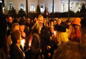 Διαμαρτυρία στη Βουλή για τους καλόγερους – Έδειραν γυναίκα που δεν ήθελε την Χρυσή Αυγή [pics, vids]
