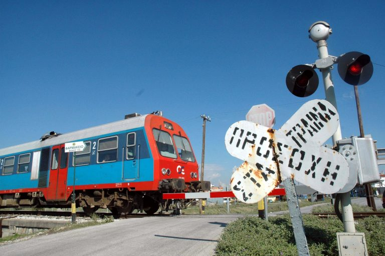 Θεσσαλονίκη: Τρένο παρέσυρε πεζό | Newsit.gr