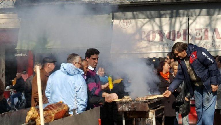 Τσικνοπέμπτη: Κερνάει το αστικό ΚΤΕΛ στα Τρίκαλα [pics] | Newsit.gr