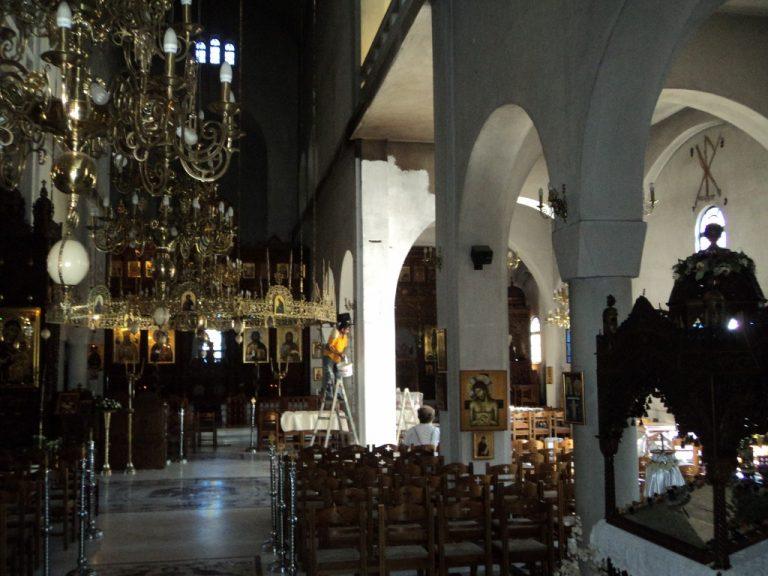 «Λαμπάδιασε» η εκκλησία του Αγίου Νεκταρίου στα Τρίκαλα – ΦΩΤΟ | Newsit.gr