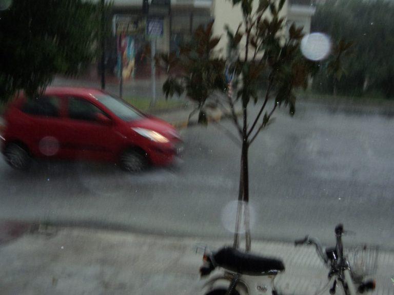 Καταιγίδα «έπνιξε» τα Τρίκαλα – ΦΩΤΟ | Newsit.gr