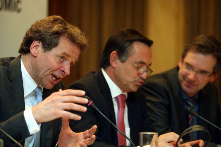 Η τρόικα επιστρέφει για νέες διαπραγματεύσεις και με νέες κίτρινες κάρτες | Newsit.gr