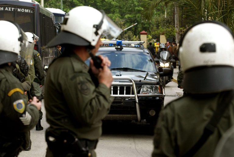 Ελεύθερη και η 25χρονη που είχε συλληφθεί για τρομοκρατία   Newsit.gr
