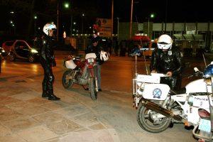 Κόντρες στη Βάρκιζα με επεισόδια και 30 συλλήψεις