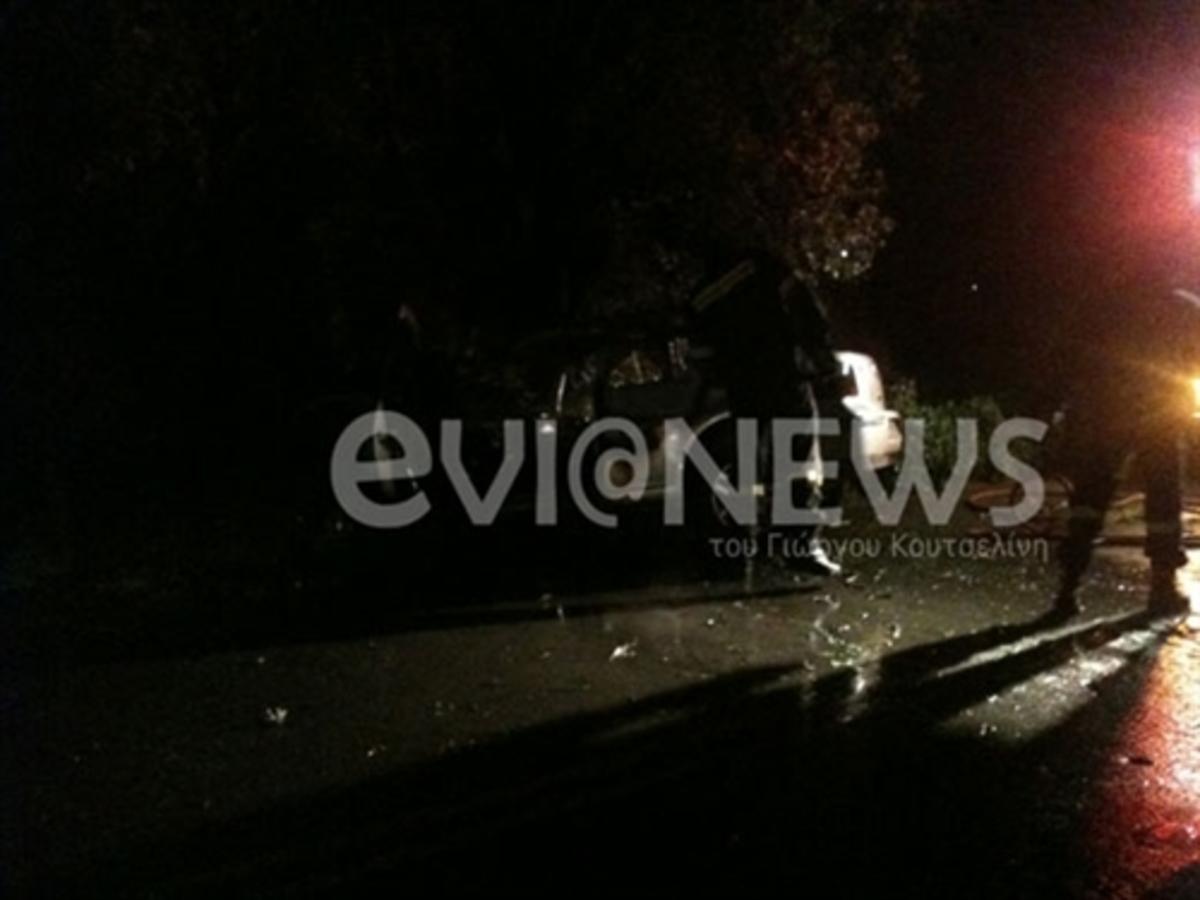 Εύβοια: Απεγκλωβισμός οδηγού από φλεγόμενο αυτοκίνητο – Φωτό και βίντεο! | Newsit.gr