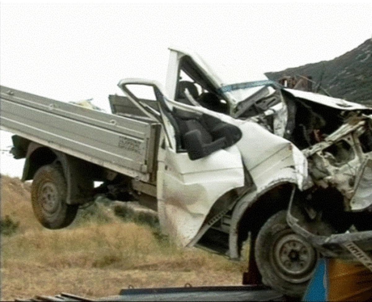 Έπεσαν με το φορτηγό στο γκρεμό και σκοτώθηκαν – ΦΩΤΟ και Video   Newsit.gr