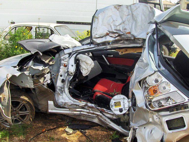 Δύο νεκροί και ένας τραυματίας σε τροχαίο στην Εθνική οδό Πατρών-Πύργου   Newsit.gr