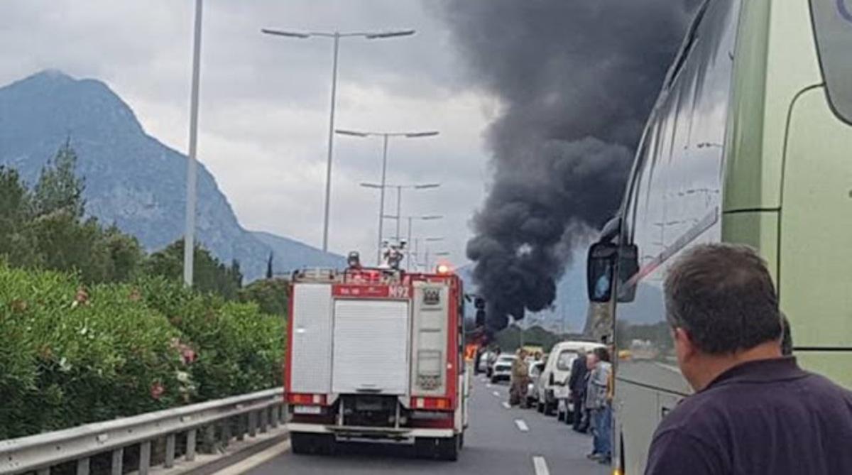 Μεσσηνία: Αυτοκίνητο τυλίχθηκε στις φλόγες μετά από τροχαίο   Newsit.gr
