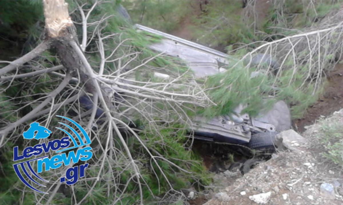 Λέσβος: Έπεσαν σε χαντάκι και σώθηκαν -Φωτό και Video | Newsit.gr