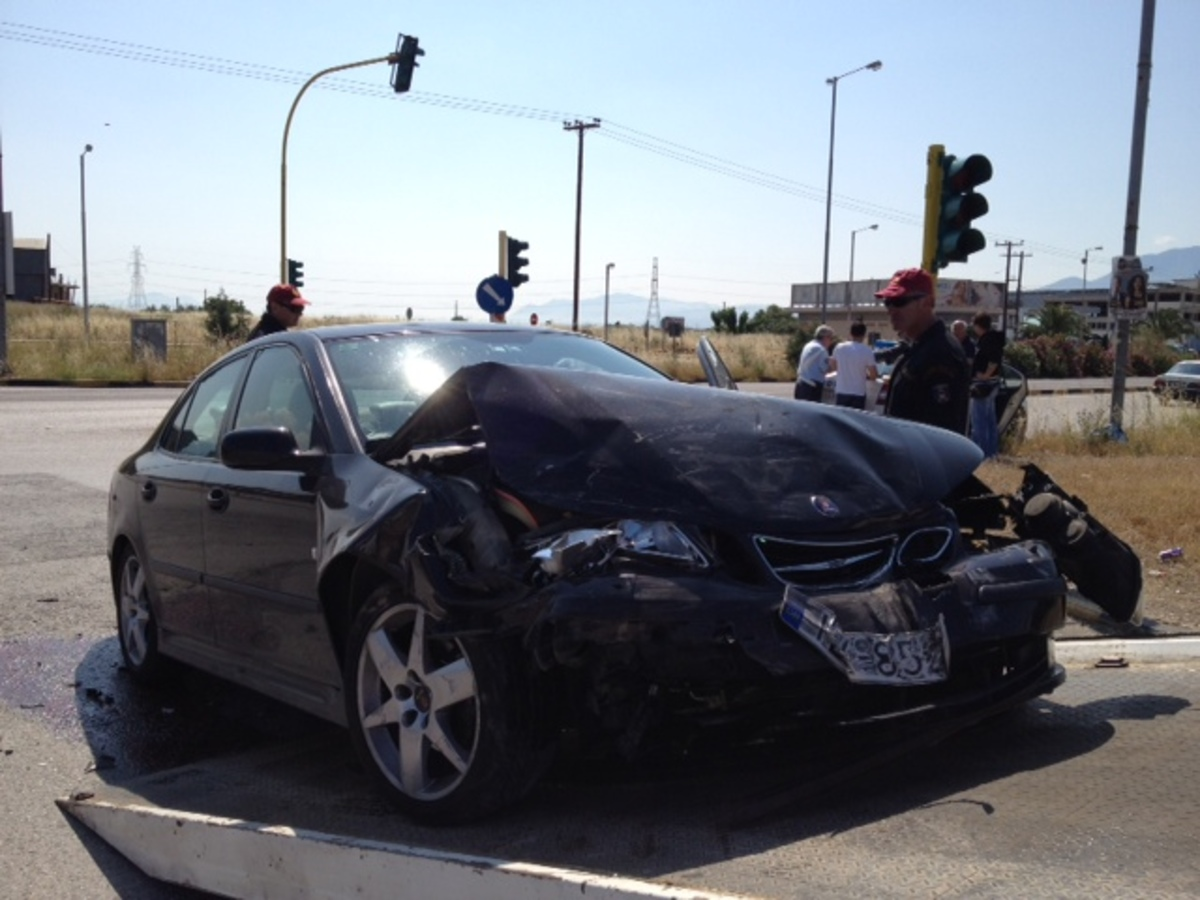 Σοβαρό τροχαίο στη Λαμία με 4 τραυματίες – Φωτό | Newsit.gr