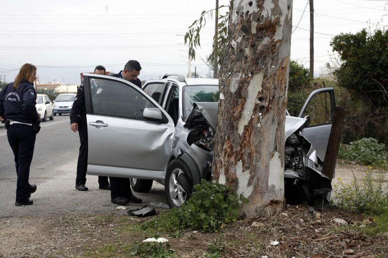 Θανατηφόρο τροχαίο στη Χαλκιδική – Τράκαρε σε δέντρο και σκοτώθηκε   Newsit.gr