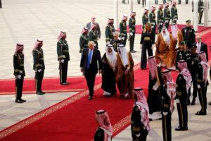 Ποιος Ομπάμα; Βασιλική υποδοχή στον Τραμπ στη Σαουδική Αραβία! [pics]