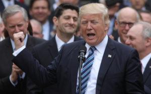Λουκέτο… απεφεύχθη! Θα παρέλυαν οι ΗΠΑ, το ήθελε ο Τραμπ!