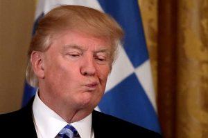 Μέσα στον Λευκό Οίκο για την 25η Μαρτίου: Οι γκριμάτσες του «πονεμένου» Τραμπ [pics, vids]