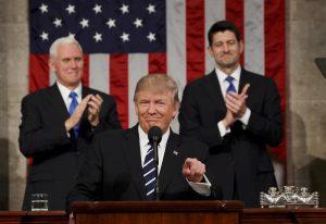 Με αποδοκιμασίες η ομιλία Τραμπ στο Κογκρέσο – «Πρώτα η Αμερική» και το… τείχος [pics, vids]