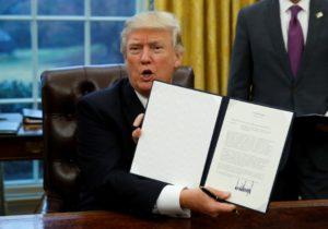 Νέο «χαστούκι» σε Τραμπ: Δεν… «ξεπαγώνει» το διάταγμα – ντροπή