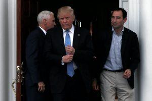 Ο Τραμπ απειλεί την Κούβα πως θα συνεχίσει το εμπάργκο