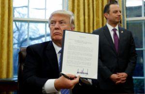 Τραμπ – Εντολή για απαγόρευση εισόδου και απροσπέλαστα σύνορα για πρόσφυγες