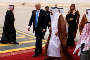 Ντόναλντ Τραμπ: Τρώει μπέργκερ με κέτσαπ και στη Σαουδικη Αραβία!
