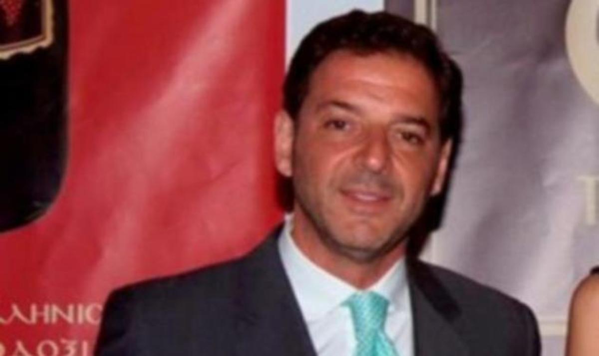 Αφέθηκε ελεύθερος ο κοσμηματοπώλης Γ. Τσαγκαράκης. Κατηγορείται ότι είχε προσλάβει αστυνομικό να παρακολουθεί τη γυναίκα του. | Newsit.gr