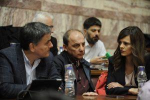 Βομβάρδισαν Τσακαλώτο – Αχτσιόγλου οι βουλευτές του ΣΥΡΙΖΑ – Πάνω από 40 πήραν το λόγο