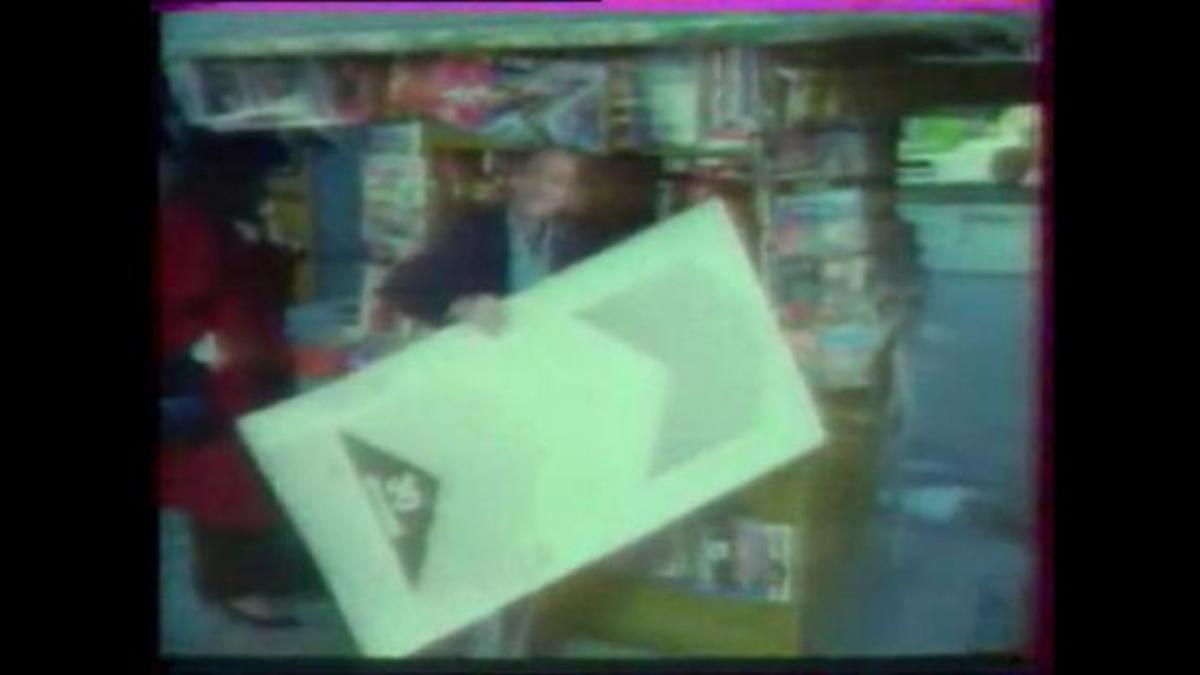 Θυμάστε την πρώτη διαφήμιση για τα εισιτήρια τρόλεϊ με τον Κώστα Τσάκωνα ; | Newsit.gr