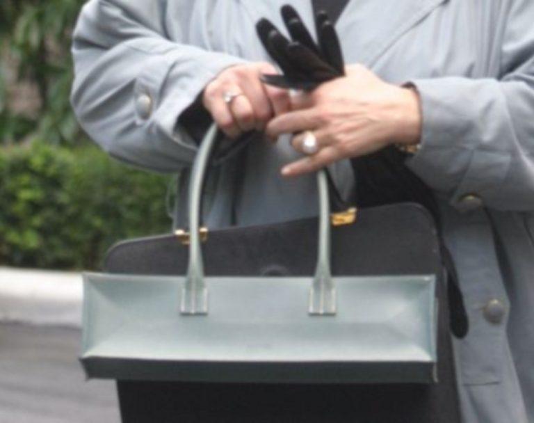 Τραυμάτισαν τη μητέρα του βουλευτή Νικολόπουλου για να της πάρουν την τσάντα | Newsit.gr