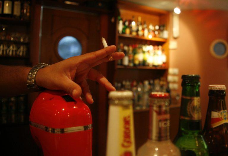 Ρέθυμνο: Εξακολουθούν να σερβίρουν αλκοολούχα ποτά σε ανήλικους | Newsit.gr