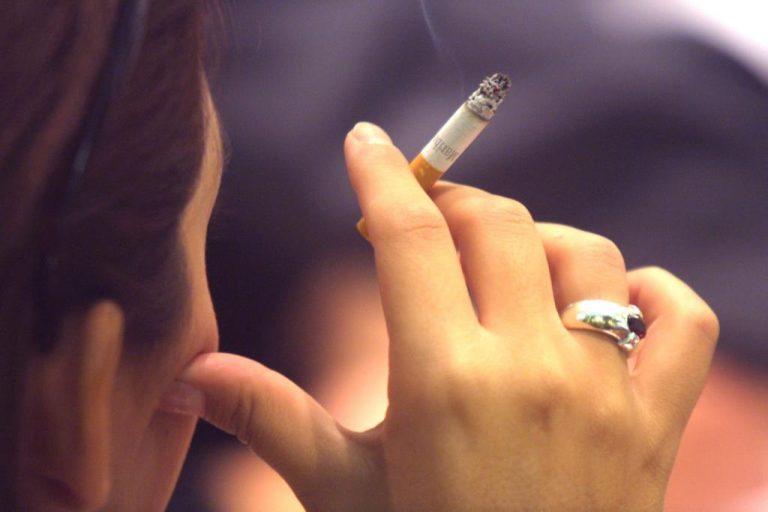 ΘΕΜΑ NEWSIT: Στο καλάθι των αχρήστων ο νόμος για την απαγόρευση καπνίσματος   Newsit.gr