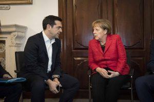 Τηλεφώνημα Μέρκελ – Τσίπρα: Απόψε «κλειδώνει» η συμφωνία;