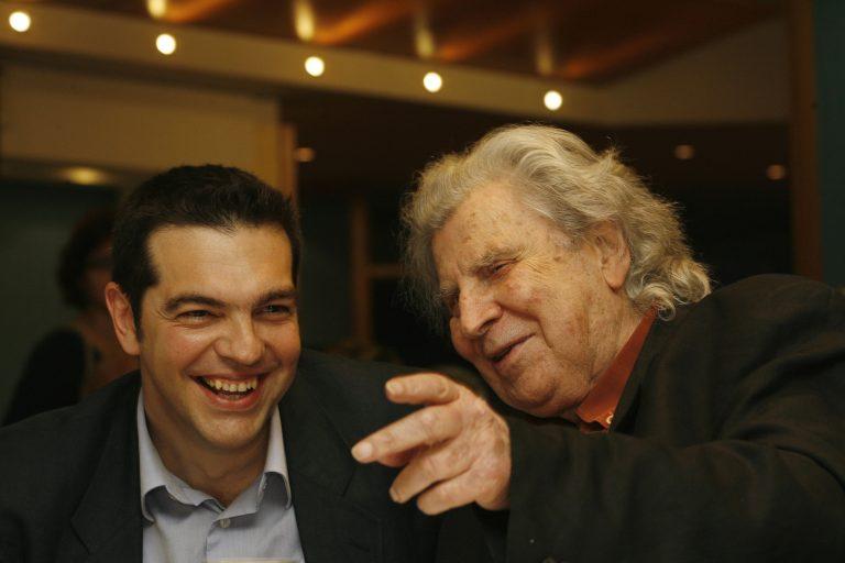Ο Μίκης Θεοδωράκης στηρίζει την προσπάθεια του Αλέξη Τσίπρα   Newsit.gr