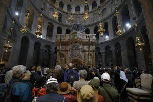 Ο Πανάγιος Τάφος ξανά στην «αγκαλιά» των πιστών του [pics, vids]